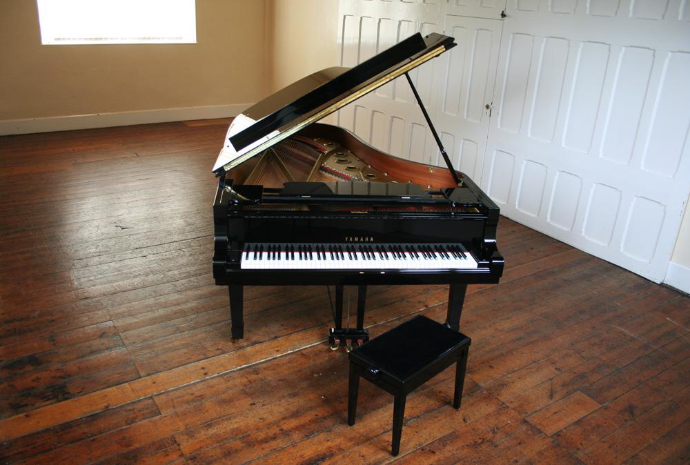 Yamaha c7 grand piano for Yamaha acoustic pianos