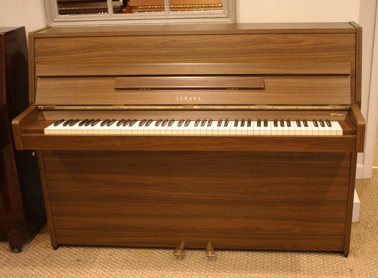 Yanaha LU101 Upright Piano