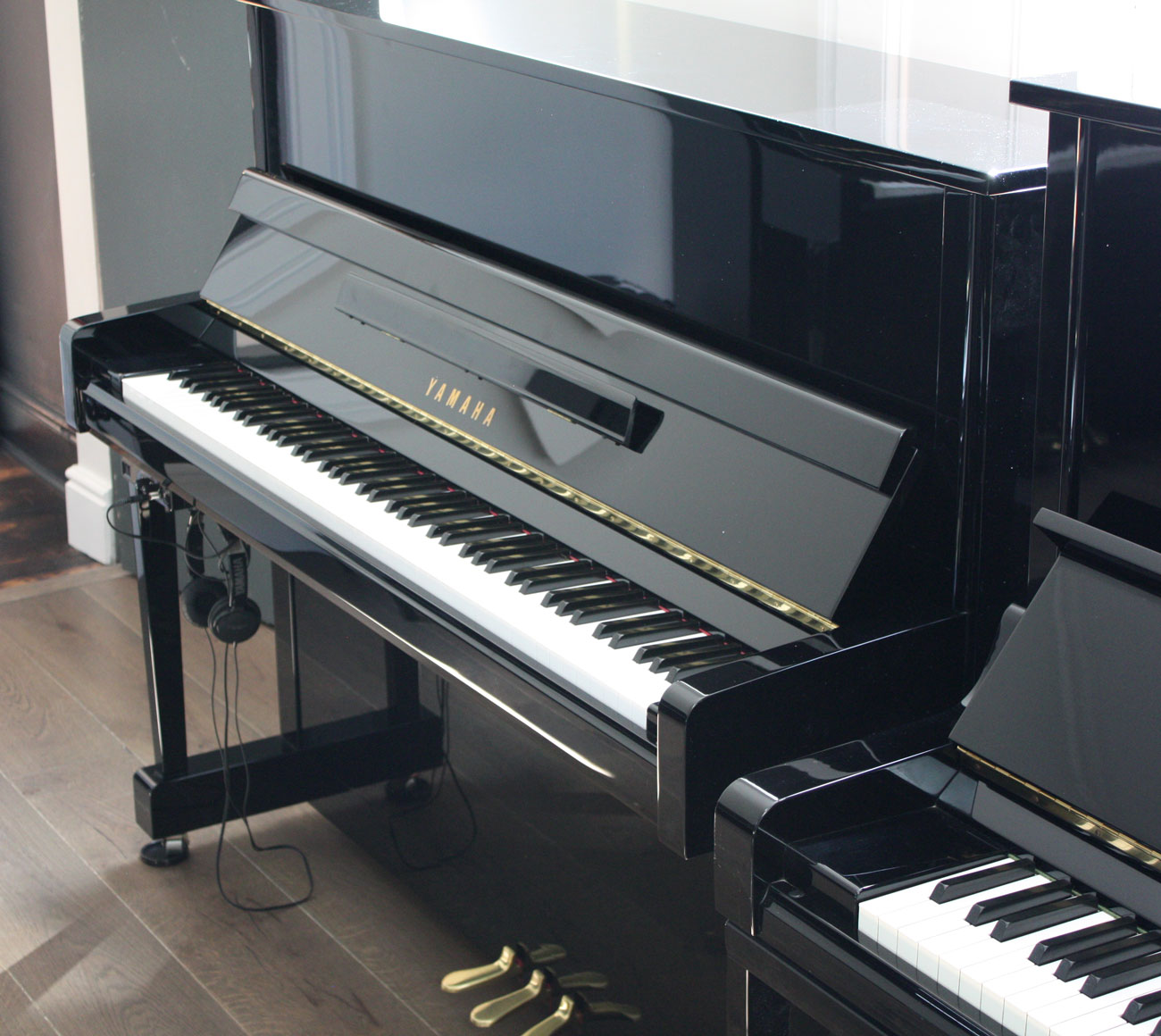 yamaha b3 silent upright piano. Black Bedroom Furniture Sets. Home Design Ideas
