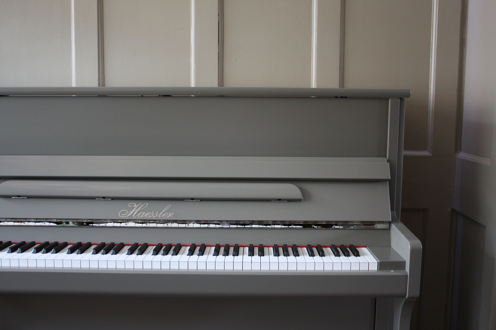 Haessler H-118 Upright Piano