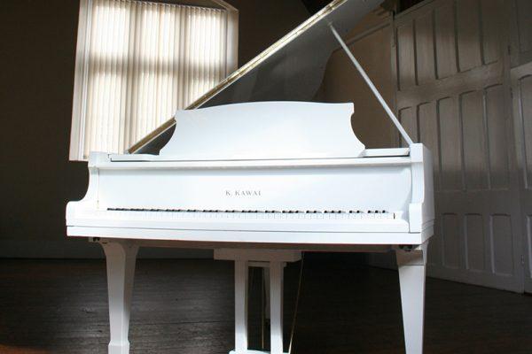Kawai KG 2D Grand Piano in white
