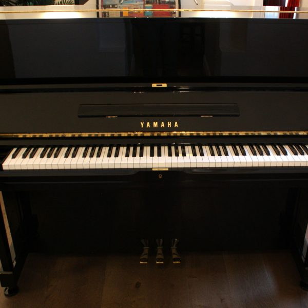 Yamaha-U1-4
