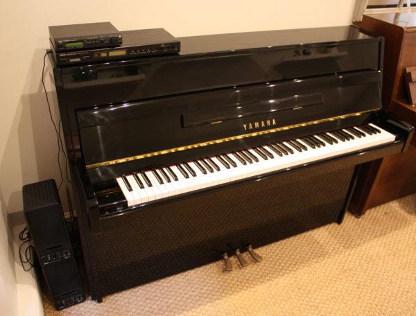 Yamaha MX80 upright piano